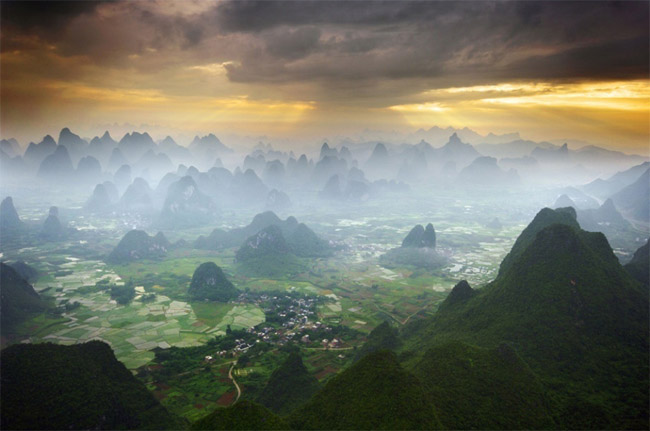hot air balloon ride over yangshuo china